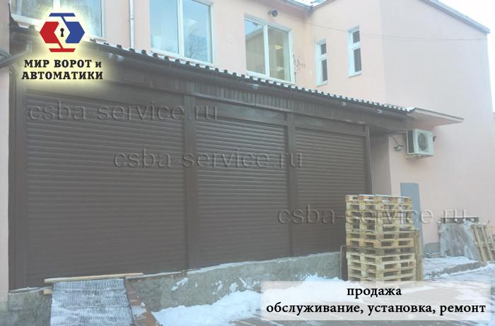 Рулонные ворота с улицы на складе- фото